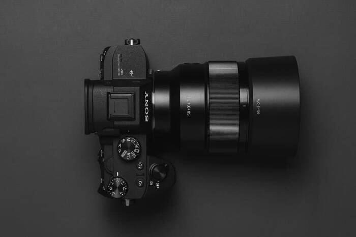 What is a mirrorless camera, exactly? And why would you want one?