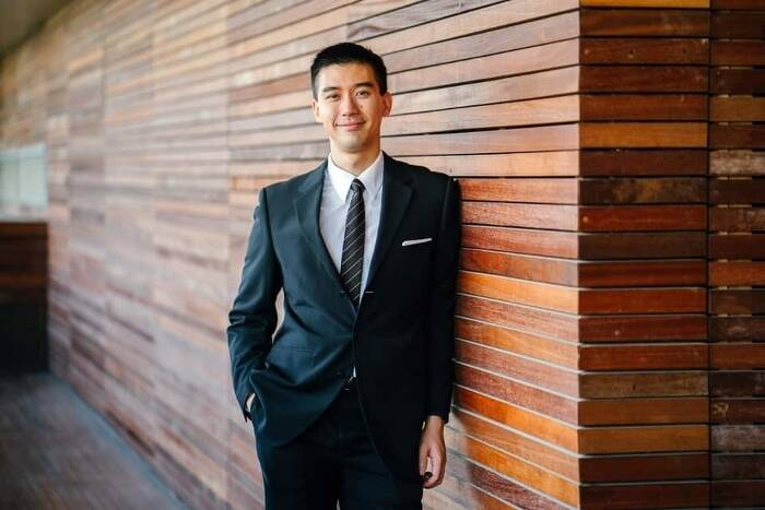Corporate Headshot Photography Pricing: Tips for Climbing the Business Ladder
