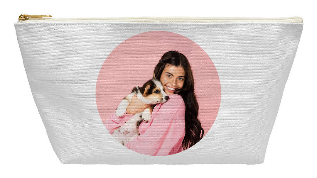 Create A Personalized Makeup Bag With Collage.com